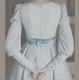 Голубое свадебное платье в стиле 50-х /60-х для свадьбы в Праге