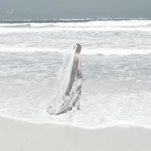 Свадебное платье для свадьбы на берегу моря.