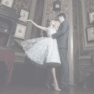 Свадебное платье в стиле new-look (50-х) белая вышивка на голубом