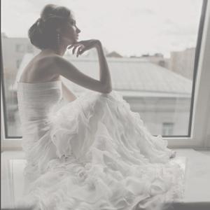 Шифоновое свадебное платье с воланами и шлейфом