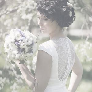 Свадебное платье с кружевной спиной и шлейфом