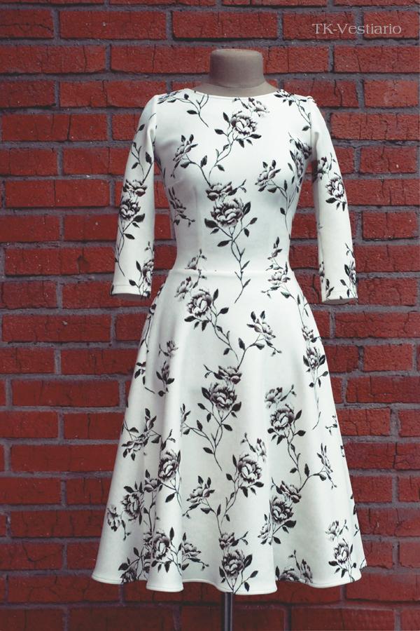 Платье с пышной  юбкой с цветами Таисия Кирцова