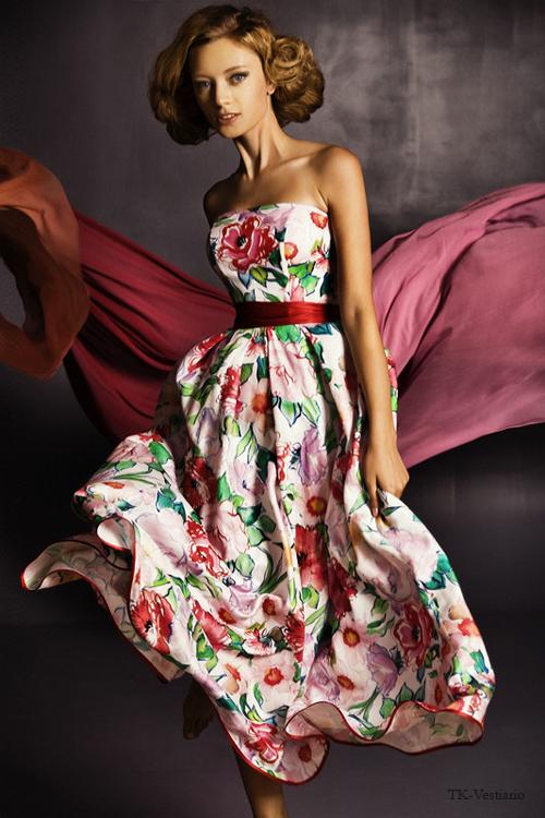Длинное платье с цветами TK-Vestiario